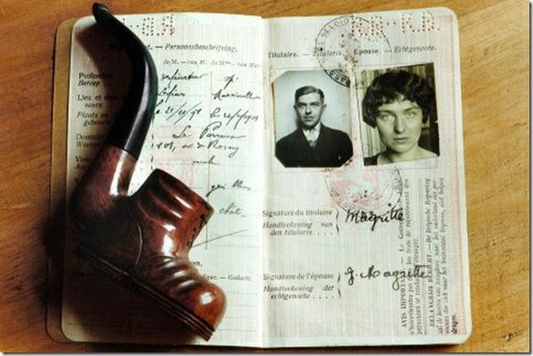 Pipe et passeport de Magritte