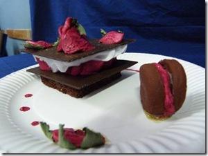 feuilleté chocolat framboise et son macaron
