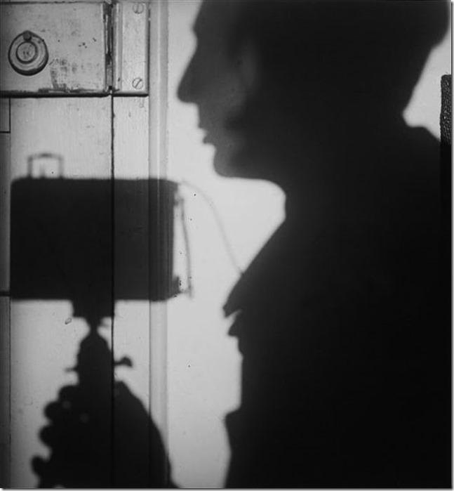 KERTESZ André (1894-1985), Autoportrait en ombres, 1927