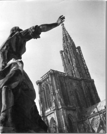 Cathédrale de Strasbourg - 1945 © Robert Doisneau