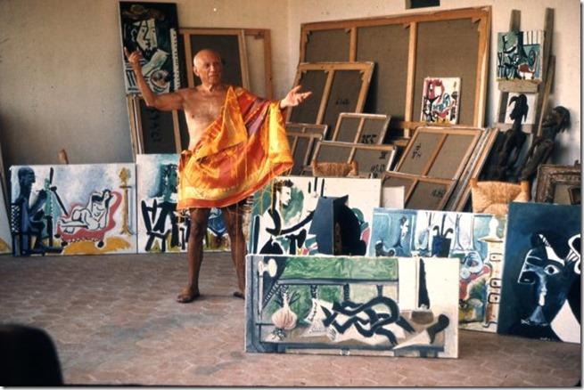 Picasso dans l'atelier du Mougins © Robert Doisneau