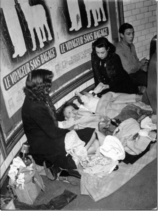 Voyageurs sans bagages - 1942 © Robert Doisneau