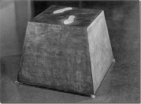 MANZONI Piero Basa magica, scultura vivente 1961,